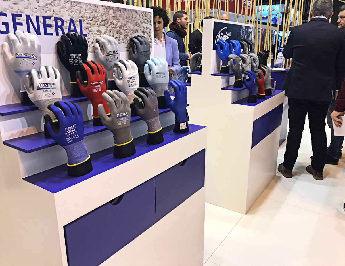 expositores centrales stand juba