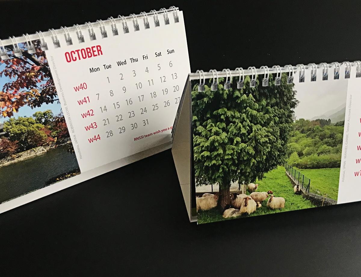 interior calendario de mesa